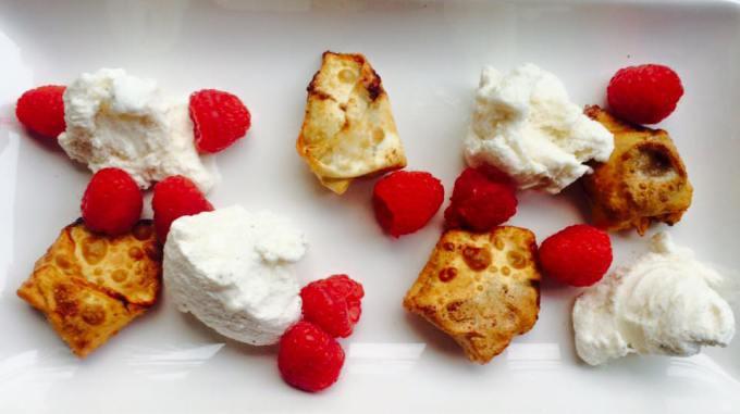 BANANA NUTELLA WONTONS WITH ICE CREAM & RASPBERRIES