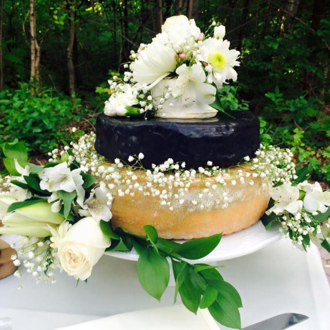 CHEESE-WHEEL WEDDING CAKE