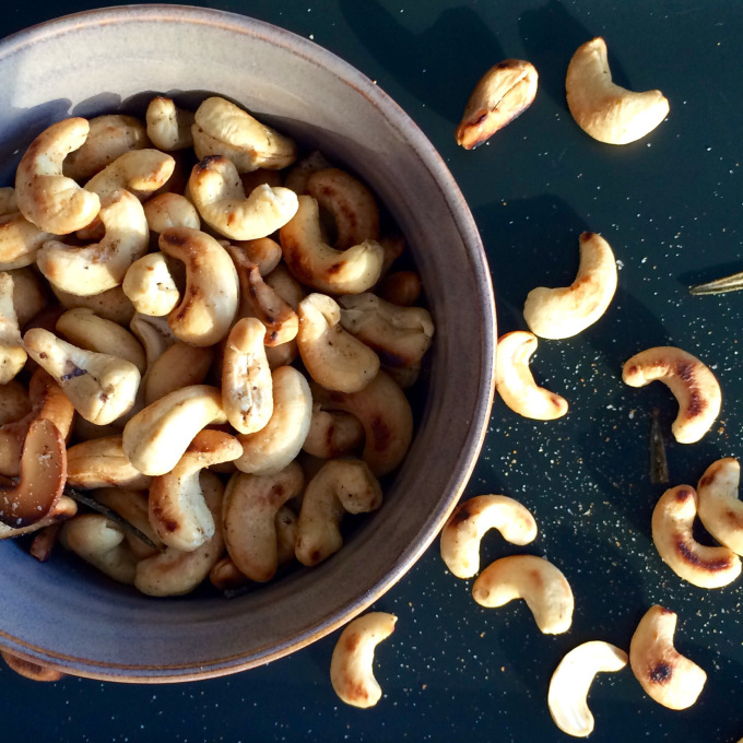 ROSEMARY HARISSA SPICED CASHEWS